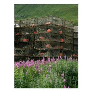 Cartão Postal Crabpots armazenou no porto holandês, Alaska