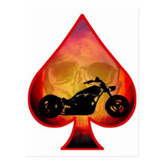 Cartão Postal Crânio do motociclista das pás do ás