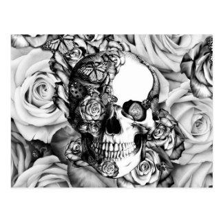 Cartão Postal Crânio preto e branco do rosa com borboletas