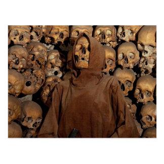 Cartão Postal Crânios em um Ossuary do Capuchin
