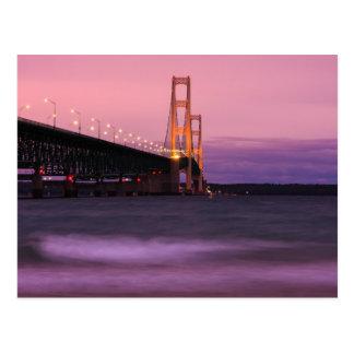 Cartão Postal Crepúsculo da ponte de Mackinac