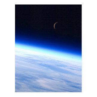 Cartão Postal Crescente da lua da órbita