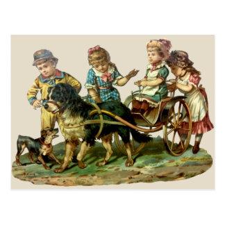 Cartão Postal Crianças do vintage e vagão de cão