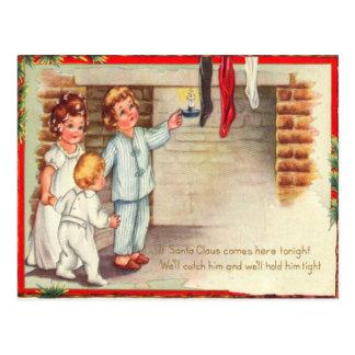 Cartão Postal Crianças que verificam meias