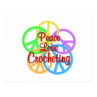 Cartão Postal Crocheting do amor da paz