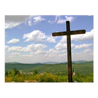 Cartão Postal Cruz em um monte