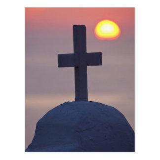 Cartão Postal Cruz sobre a igreja no por do sol, Mykonos,