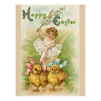 Cartão Postal Cumprimentos antigos da menina & dos pintinhos da