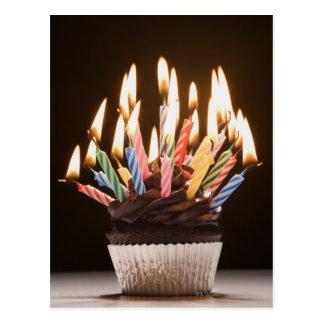 Cartão Postal Cupcake com velas do aniversário
