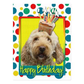 Cartão Postal Cupcake do aniversário - GoldenDoodle