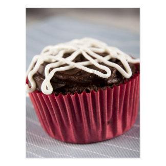 Cartão Postal Cupcake escuro do chocolate