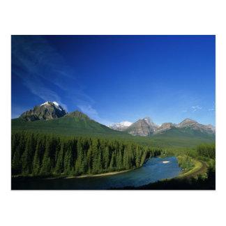 Cartão Postal Curve o rio perto do parque nacional de Banff em