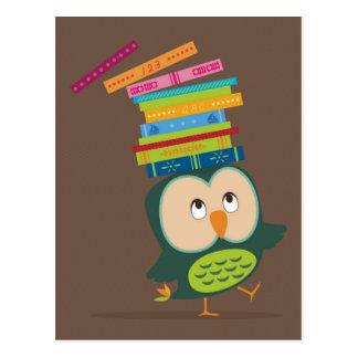 Cartão Postal Cute little book owl