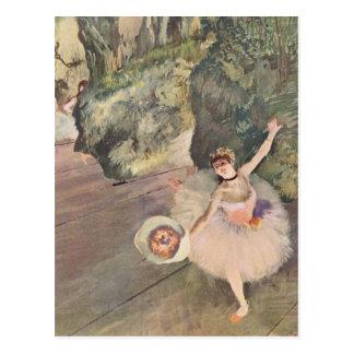 Cartão Postal Dançarino com um buquê