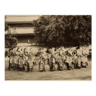 Cartão Postal Dançarinos encobertos em Mandalay, Burma