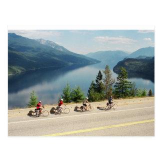 Cartão Postal Dando um ciclo ao longo de Hwy 6 - Slocan LK -