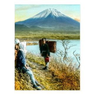 Cartão Postal Descanso na borda da estrada ao vintage de Monte