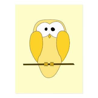 Cartão Postal Desenhos animados bonitos da coruja. Amarelo