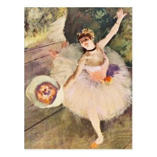 Cartão Postal Desgaseifique a bailarina com o buquê das flores