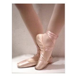 Cartão Postal Deslizadores cor-de-rosa do balé