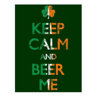 Cartão Postal Desvanecido mantenha a calma e a cerveja mim Dia