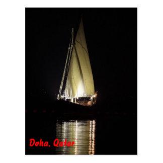 Cartão Postal Dhow em Doha, na noite