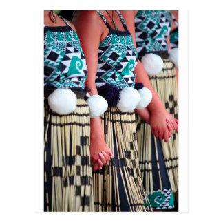 Cartão Postal Dia de dança maori fêmea de Kapa Haka Waitangi