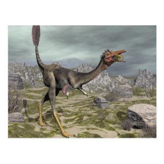 Cartão Postal Dinossauro de Mononykus no deserto - 3D rendem