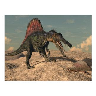 Cartão Postal Dinossauro de Spinosaurus que caça um cobra