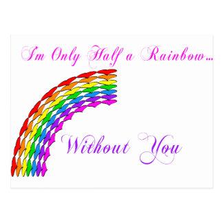 Cartão Postal Direito do arco-íris dos namorados alegres meio