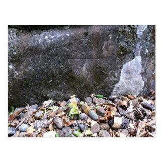 """Cartão Postal Do """"Petroglyph do homem arco-íris"""", Maui, Havaí"""