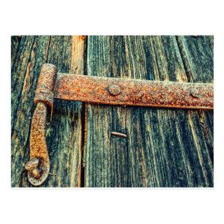 Cartão Postal Dobradiça de bumbum velha oxidada da porta de