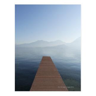Cartão Postal Doca em um lago