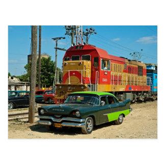 Cartão Postal Dodge e locomotiva diesel