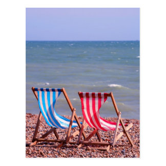 Cartão Postal Dois deckchairs na praia