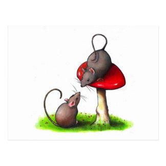 Cartão Postal Dois ratos pequenos bonitos e um Toadstool: