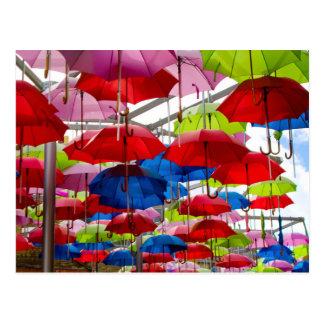 Cartão Postal Dossel colorido do guarda-chuva