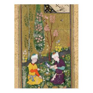 Cartão Postal Duas figuras que lêem e que relaxam em um pomar