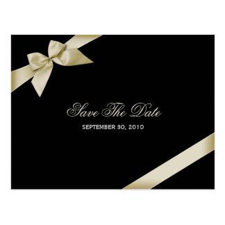 Cartão Postal Economias de creme do casamento da fita a data 2