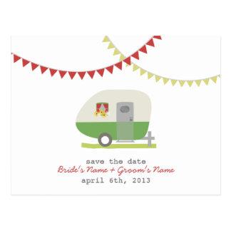 Cartão Postal Economias retros verdes do casamento do reboque o