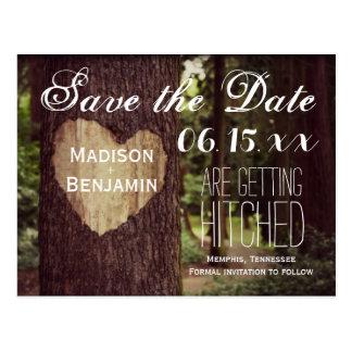 Cartão Postal Economias rústicas cinzeladas da árvore do coração