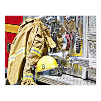 Cartão Postal Engrenagem e carro de bombeiros do bombeiro de HDR