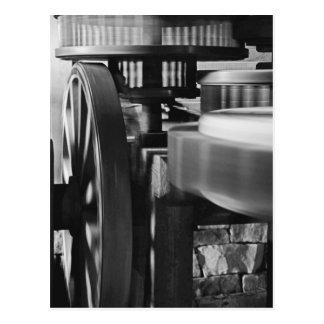 Cartão Postal Engrenagens do moinho de vento em preto e branco