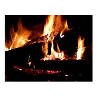 Cartão Postal Entra a fotografia morna do fogo da lareira