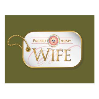 Cartão Postal Esposa orgulhosa cor-de-rosa do exército