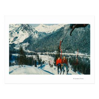 Cartão Postal Esquiadores na passagem de ChairliftSnoqualmie, WA