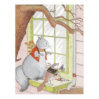 Cartão Postal Esquilo & pássaro cinzentos que olham na janela