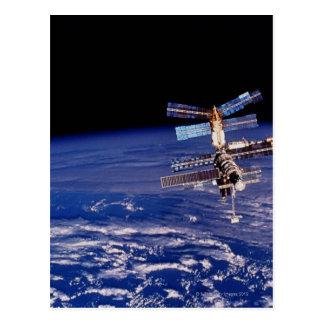 Cartão Postal Estação espacial do RIM que flutua acima da terra