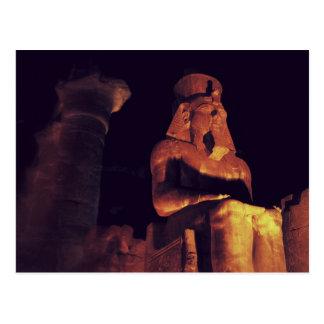 Cartão Postal Estátua do rei em Templo de Luxor em Egipto em a