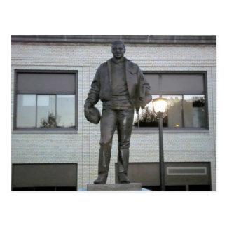Cartão Postal Estátua memorável de Ernie Davis em Elmira, NY